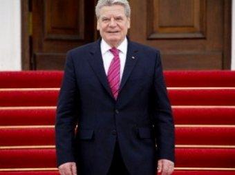Президента ФРГ в Праге забросали яйцами