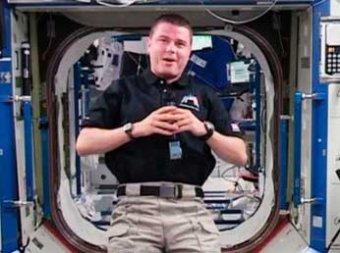 Международный экипаж МКС вместе с космическими мухами вернулся на Землю
