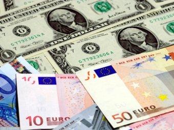 Курсы доллара и евро снова резко выросли на бирже, нефть дешевеет