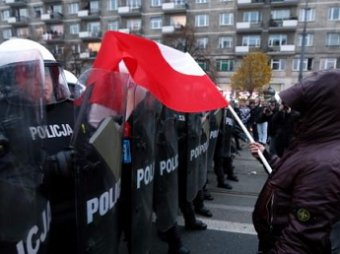 В Варшаве начались столкновения националистов с полицией