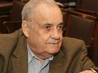 Известный режиссер Эльдар Рязанов частично парализован