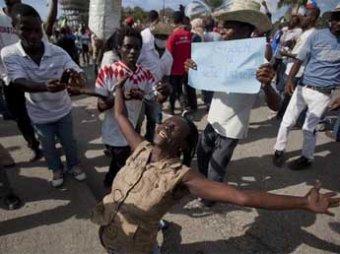 На Гаити тысячи участников массовых протестов просят помощи у Путина