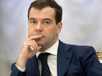 """Медведев предрёк снижение налогов и заявил, что с экономикой РФ """"все будет нормально"""""""