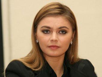 Алина Кабаева пришла в кофейню в сопровождении десятка вооруженных бойцов