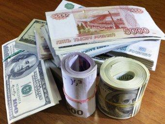 Доллар и евро снова обновили исторические максимумы