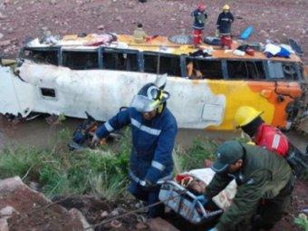 Автобус с туристами сорвался в пропасть в Непале: 17 погибших