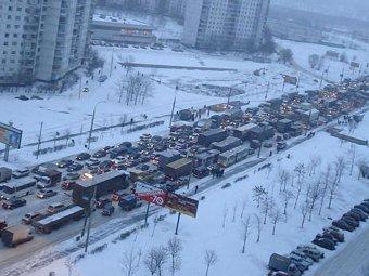 На дорогах Москвы из-за снегопада образовались 10-балльные пробки