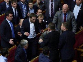 В Верховной Раде Украины состоялась первая драка