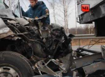 На трассе под Петербургом столкнулись две иномарки, погибли 6 человек