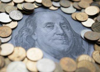 Курс доллара достиг 64 рублей, евро вырос до 76 рублей