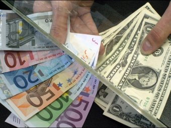 Курс евро к доллару упал до 9-летнего минимума