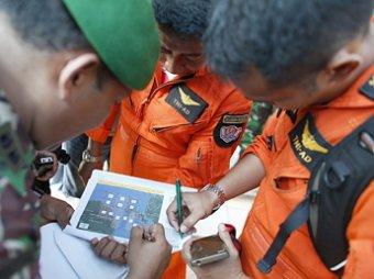 Спасатели поймали сигнал «черных ящиков» самолета AirAsia