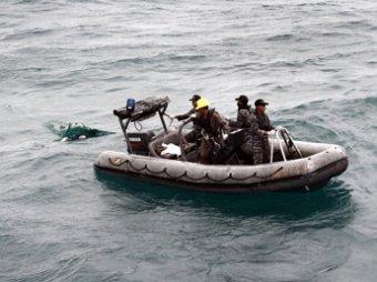 Спасатели приступили к подъему хвостовой части самолета AirAsia