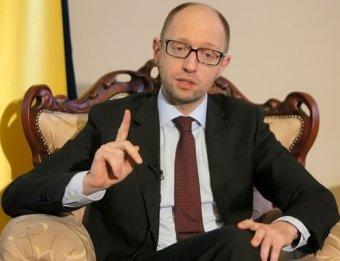 Слова Яценюка о том, что СССР напал на Германию и Украину, объяснила его пресс-секретарь (видео)