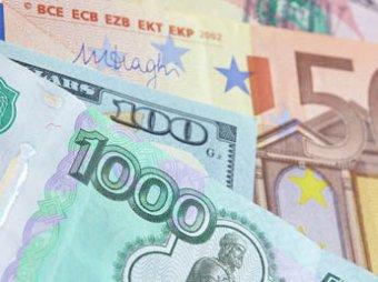 Официальный курс евро упал почти на 4 рубля, доллар – на 2