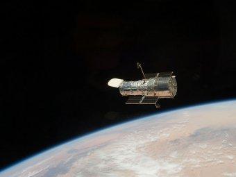 """Телескоп Hubble сфотографировал """"смайлик"""" в скоплении галактик"""