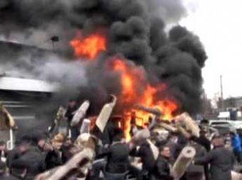 Скандал: в Казани двое пожарных сделали селфи на фоне горящего ТЦ
