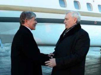 Глава Киргизии прибыл в Петербург на встречу с не показывающимся на публике Путиным