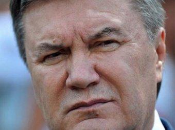 СМИ: Виктор Янукович присутствовал на похоронах сына в Севастополе