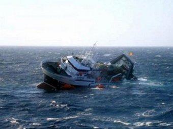Сразу два судна с нелегалами терпят крушение в Средиземном море