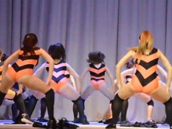 Оренбургский класс тверкинга с девочками-«пчелками» закроют