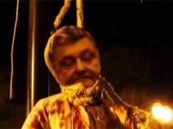 В Одессе 1 апреля неизвестные повесили окровавленное чучело Порошенко
