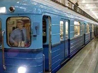 В московском метро пассажира зажало дверьми и протащило целый переезд