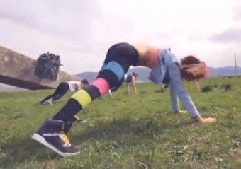 """Девушки, танцевавшие на фоне мемориала """"Малая Земля"""" в Новороссийске, арестованы"""