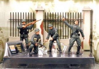 """Возбуждено уголовное дело из-за солдатиков-нацистов в """"Детском мире"""""""