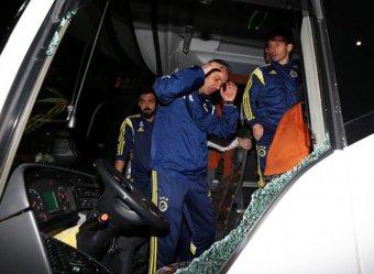"""В Турции обстрелян автобус с футболистами """"Фенербахче"""", ранен водитель"""