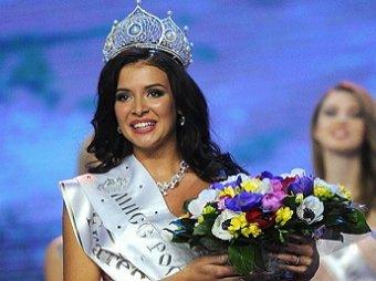 «Мисс России-2015» сделала скандальную обложку в платье цвета флага РФ