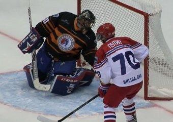 На матче НХЛ в Сочи Путин забил 8 шайб, Шойгу подрался с Потаниным