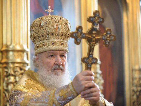 Патриарх Кирилл впервые сделал фото с помощью палки для селфи