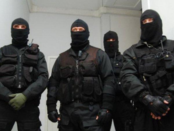 В филиалах Альфа-банка и Промсвязьбанка в Петербурге проходят обыски
