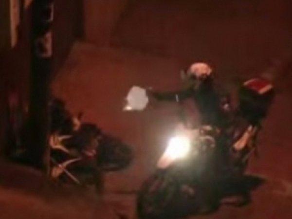 В Бразилии полицейский расстрелял мотоциклистов в прямом эфире новостей