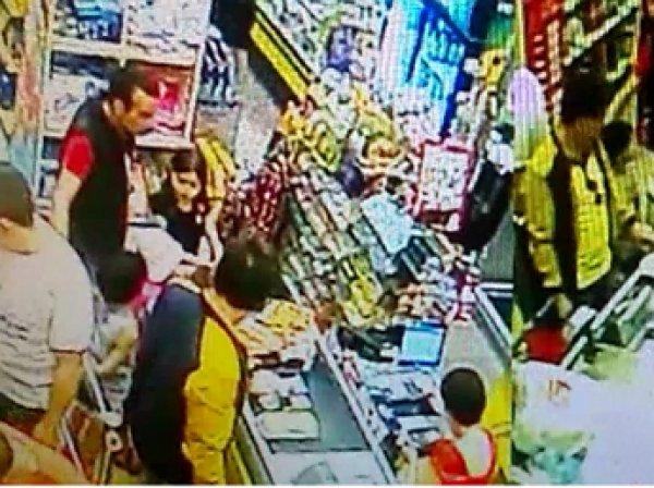 """РЕН-ТВ опубликовало видео конфликта охранника """"Пятерочки"""" с 7-летним мальчиком"""