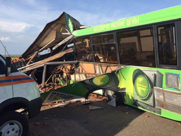 В страшной аварии с КамАЗом и автобусом под Омском 24 июня 2015 погибли 16 человек (фото)