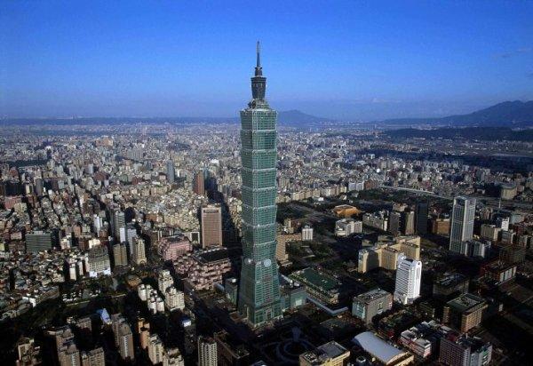 Взрыв в тайваньском Тайбэй: более 200 человек ранены (фото)