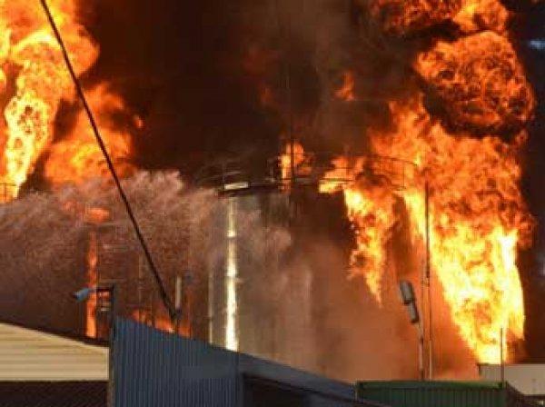 Под Киевом горит нефтебаза: огнем охвачены 8 резервуаров, есть жертвы