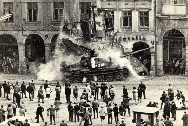 Скандал: Чехия и Словакия требуют объяснений от России из-за фильма о вторжении в Чехословакию