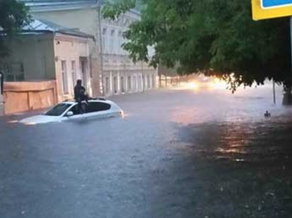 Москву и Курск затопило 20 июня 2015: ливень добрался даже до метро (фото и видео)
