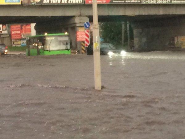 Ливень в Екатеринбурге 23 июня затопил центр города (фото, видео)