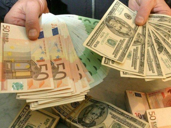 Курс доллара и евро на сегодня, 15 июня 2015, демонстрирует колебания около апрельских максимумов