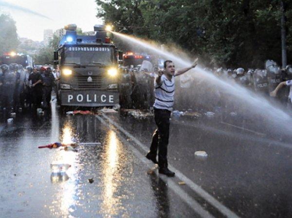 В центре Еревана тысячи демонстрантов вновь вышли на акцию протеста