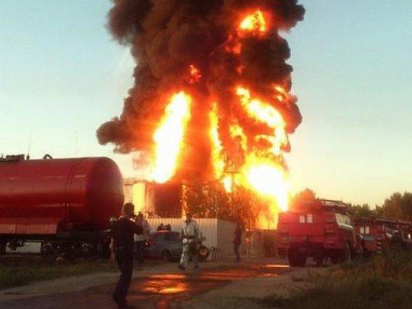 Пожар на нефтебазе под Киевом практически потушен после взрыва 5 цистерн (фото, видео)