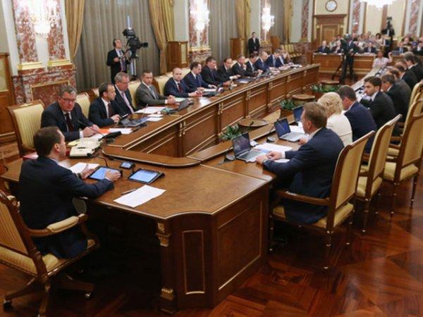 Правительство утвердило проект бюджета страны на 3 года: будем экономить на пенсиях