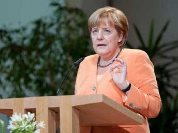 Меркель включила Россию, Эболу и ИГИЛ в главные угрозы миру