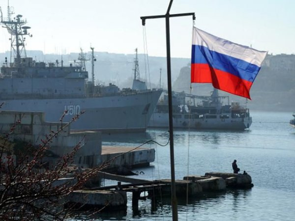 Россиянам не советуют ездить в Крым без разрешения Украины: могут посадить