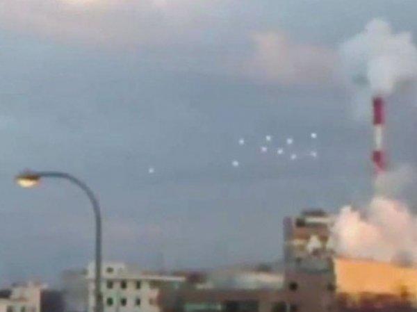 В небе над Японией засняли сразу 10 НЛО