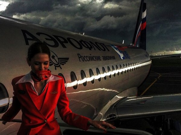 Гроза в Москве заставила пассажиров Домодедово просидеть 3 часа в самолетах (ФОТО, ВИДЕО)